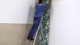 Cómo empapelar una pared de dos formas distintas - Paso 11