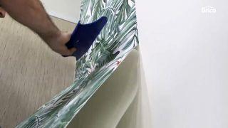 Cómo empapelar una pared de dos formas distintas - Paso 12