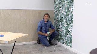 Cómo empapelar una pared de dos formas distintas - Paso 14