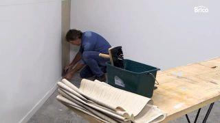 Cómo empapelar una pared de dos formas distintas - Paso 6