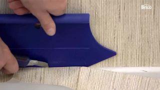 Cómo empapelar una pared de dos formas distintas - Paso 7