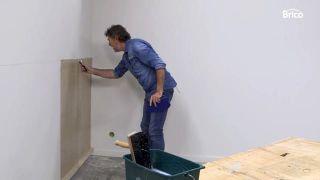 Cómo empapelar una pared de dos formas distintas - Paso 8