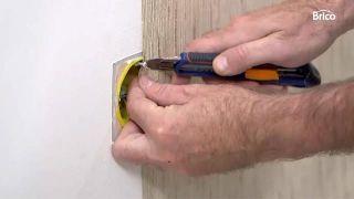 Cómo empapelar una pared de dos formas distintas - Paso 9
