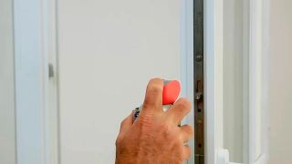 Cómo engrasar una guía de la ventana - Paso 2