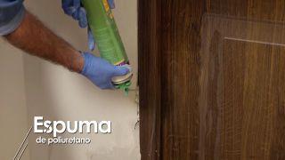 Cómo instalar una puerta metálica - Paso 11
