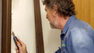 Cómo instalar una puerta metálica - Paso 12