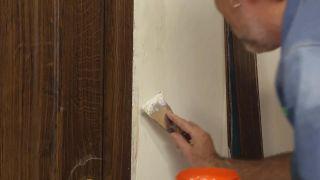 Cómo instalar una puerta metálica - Paso 13