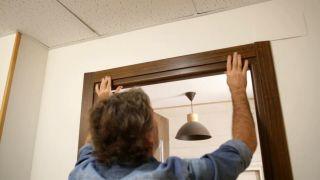 Cómo instalar una puerta metálica - Paso 15