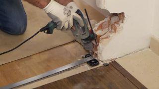 Cómo instalar una puerta metálica - Paso 6