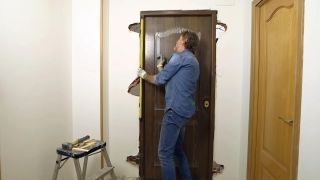 Cómo instalar una puerta metálica - Paso 7