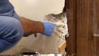 Cómo instalar una puerta metálica - Paso 9