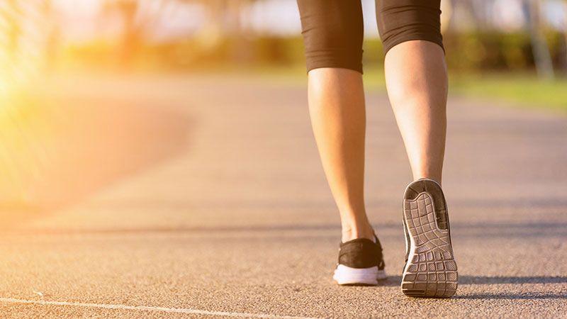 Realiza ejercicio físico a diario: camina, practica yoga o ve al gimnasio.