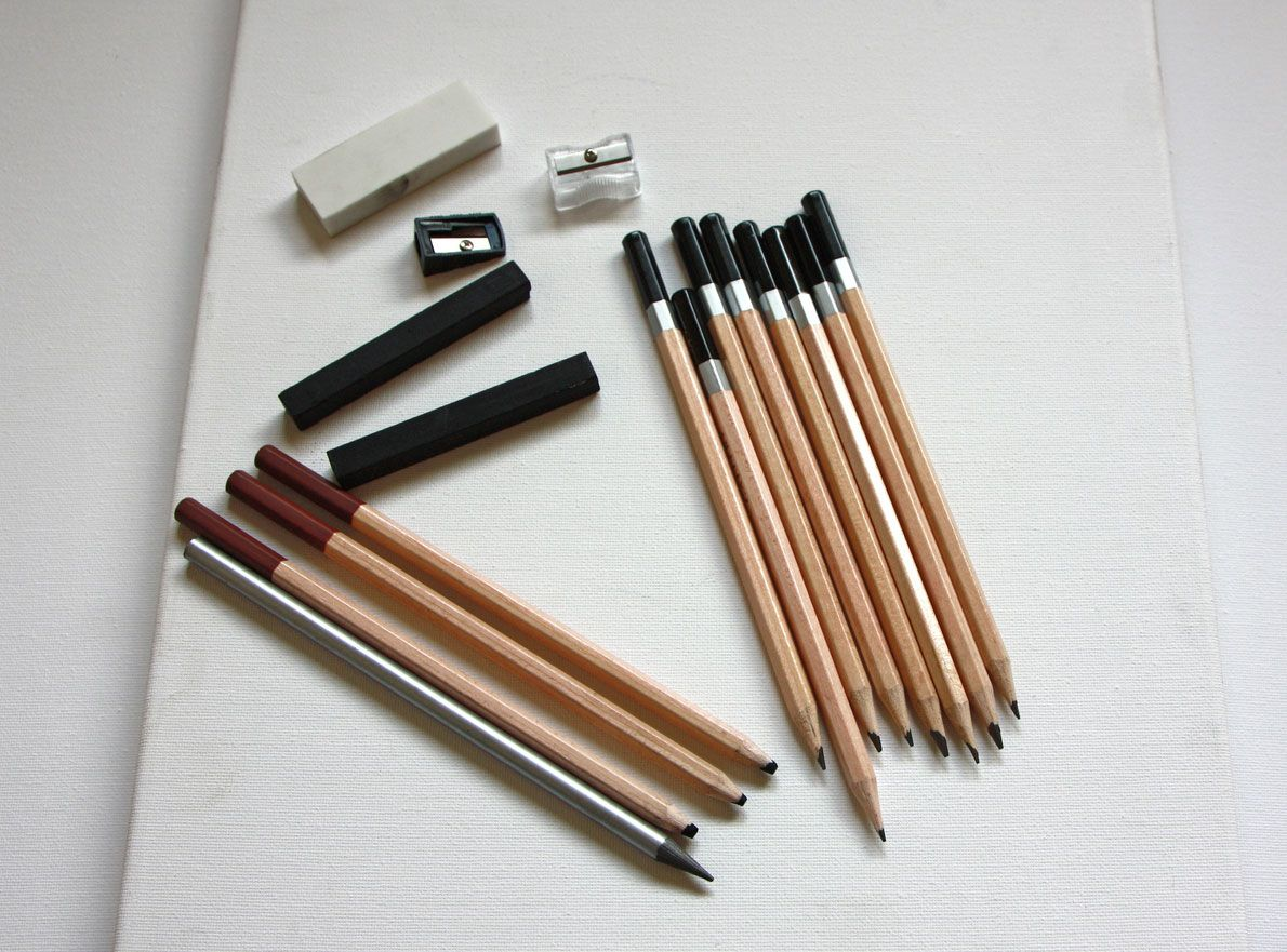 Materiales para pintar con carboncillo.