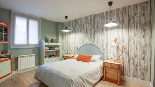 Decorar dormitorio acogedor en verde y rojo terracota