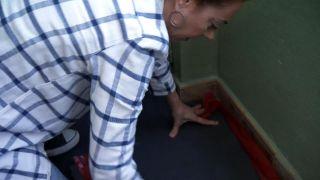Cómo revestir un suelo de baldosas con lamas hidrófugas - Paso 1