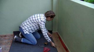 Cómo revestir un suelo de baldosas con lamas hidrófugas - Paso 2