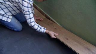 Cómo revestir un suelo de baldosas con lamas hidrófugas - Paso 4