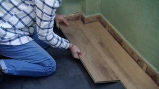 Cómo revestir un suelo de baldosas con lamas hidrófugas - Paso 5