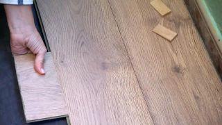Cómo revestir un suelo de baldosas con lamas hidrófugas - Paso 6