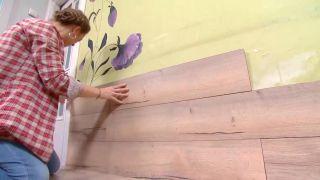 Decorar salón comedor con cocina abierta en madera - paso 5