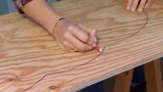 decorar un dormitorio infantil con escritorio y friso de madera - paso 3