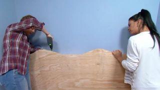 decorar un dormitorio infantil con escritorio y friso de madera - paso 6