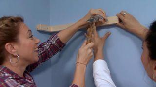 decorar un dormitorio infantil con escritorio y friso de madera - paso 8