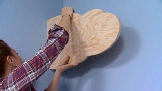 decorar un dormitorio infantil con escritorio y friso de madera - paso 9