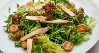 Ensalada de r�cula, lollo, at�n y cherrys