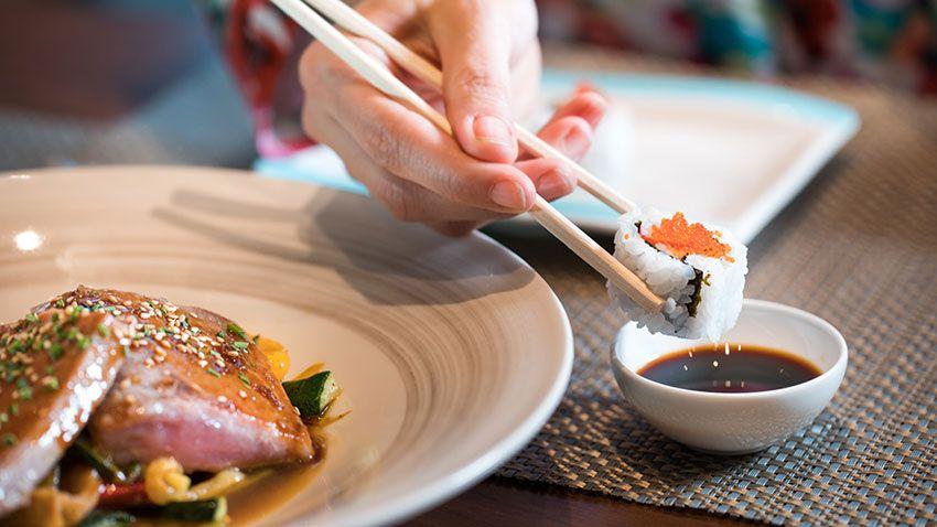 No comer sushi durante el embarazo para prevenir el riesgo de sufrir infecciones producidas por parásitos, como el anisakis.