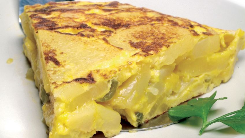 Tortilla de patatas o tortilla española, receta fácil