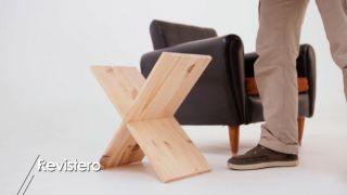 Revistero de madera con forma de X