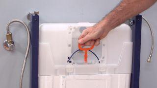 Cómo colocar un inodoro suspendido