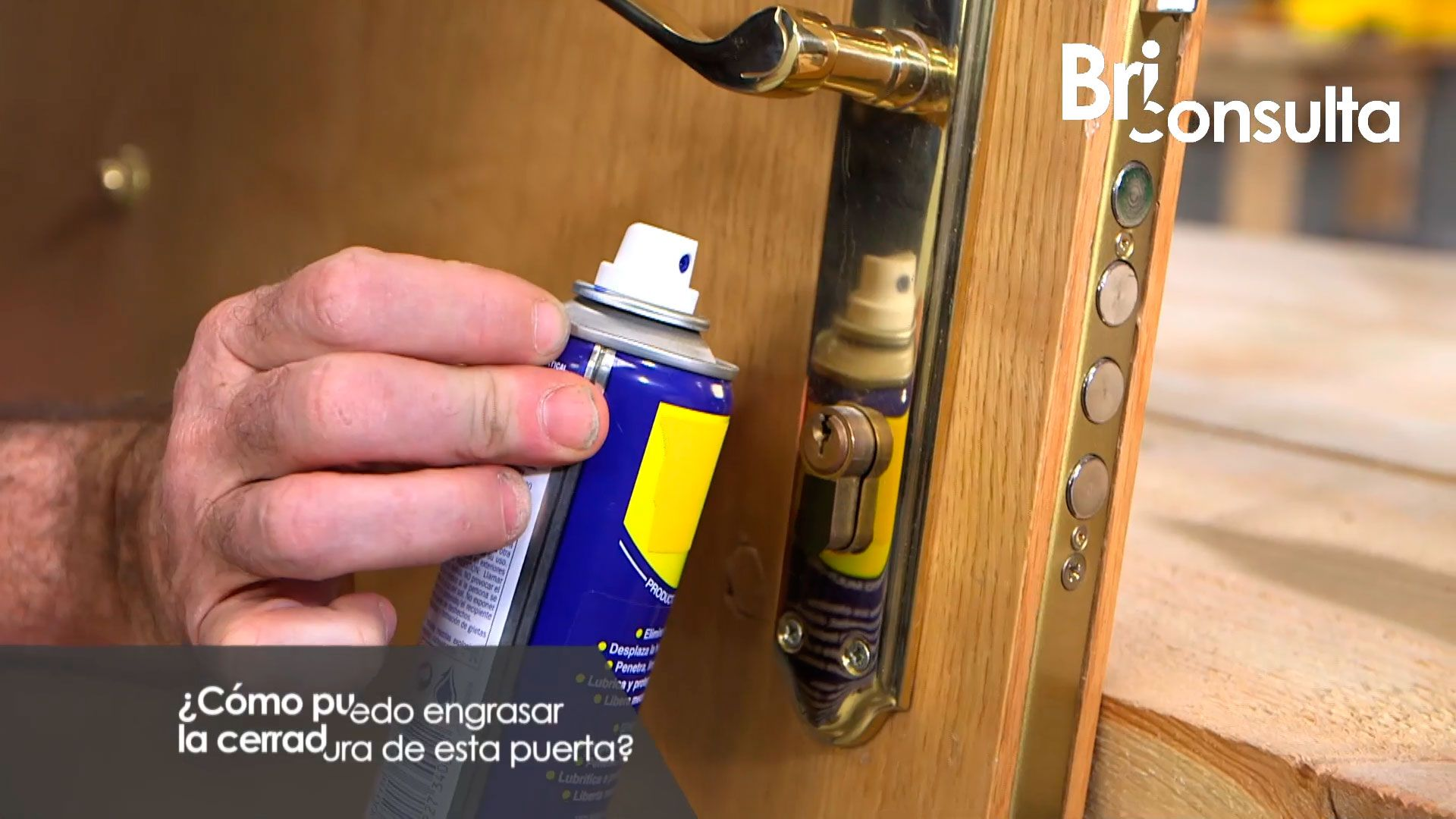 Cómo engrasar la cerradura de una puerta