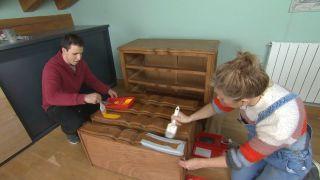 Cómo pintar y modernizar una cómoda vintage paso 3