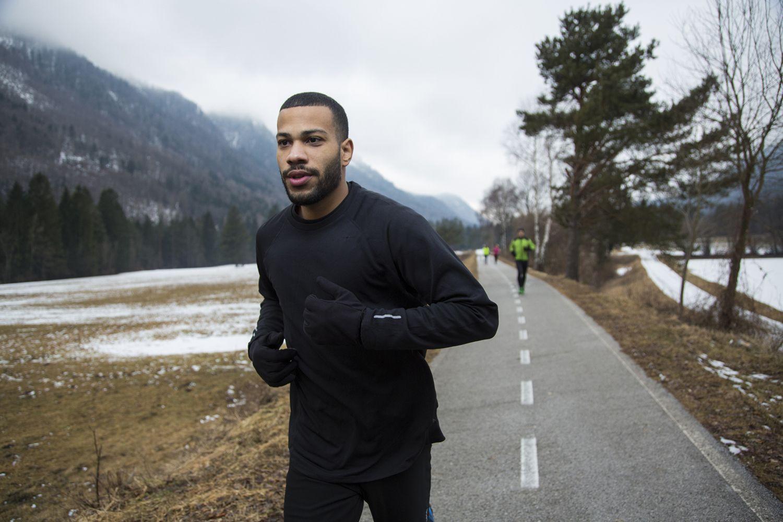 Ropa oscura para correr