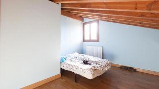 Dormitorio infantil abuhardillado luminoso y personalizado - Antes
