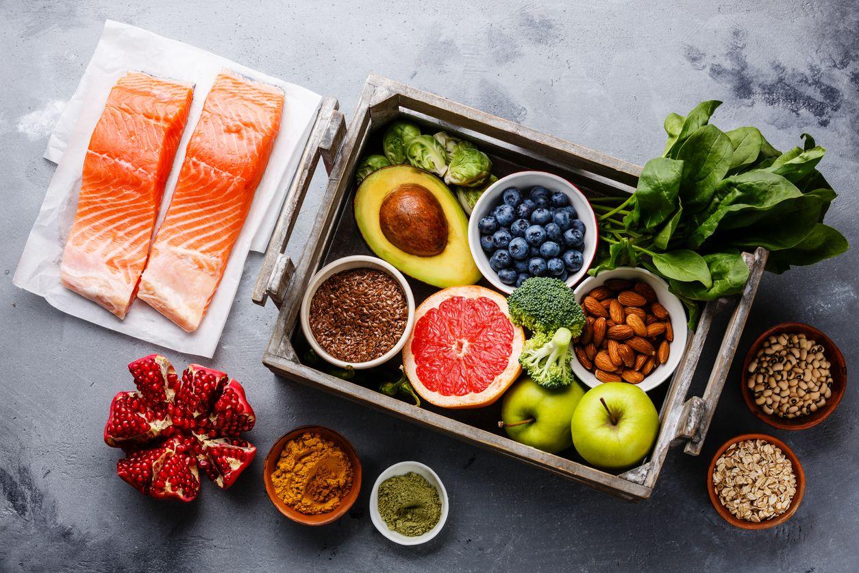 Alimentos que no pueden faltar en la lista de la compra: frutas y verduras, grasas saludables, legumbres...