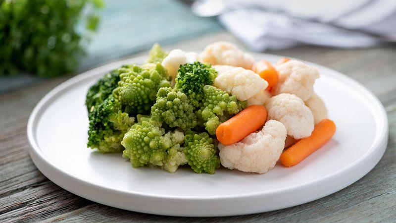 Plato de brócoli y coliflor.