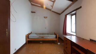 Dormitorio con detalles espaciales antes
