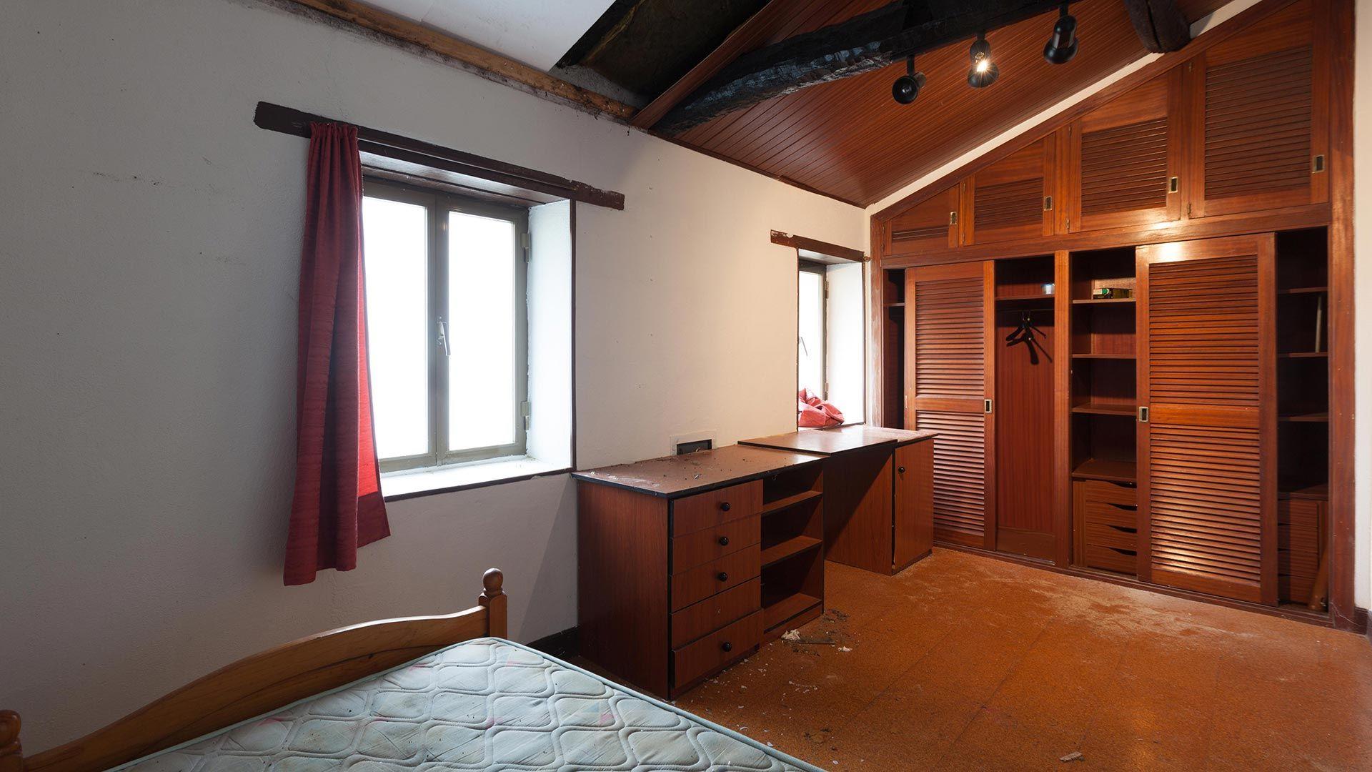 Decorar dormitorio con detalles espaciales antes