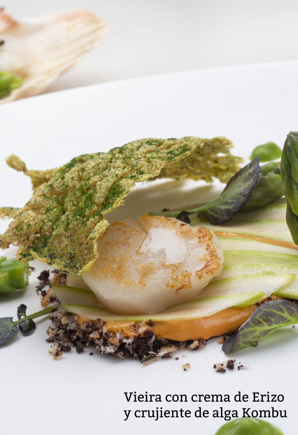 Vieira con crema de Erizo y crujiente de alga Kombu