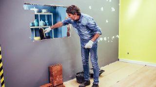 Cómo cerrar un hueco en la pared