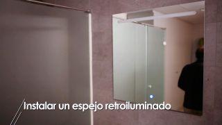 Colocar un espejo retroiluminado en el baño