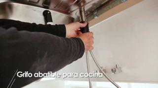 Instalar un grifo abatible de cocina