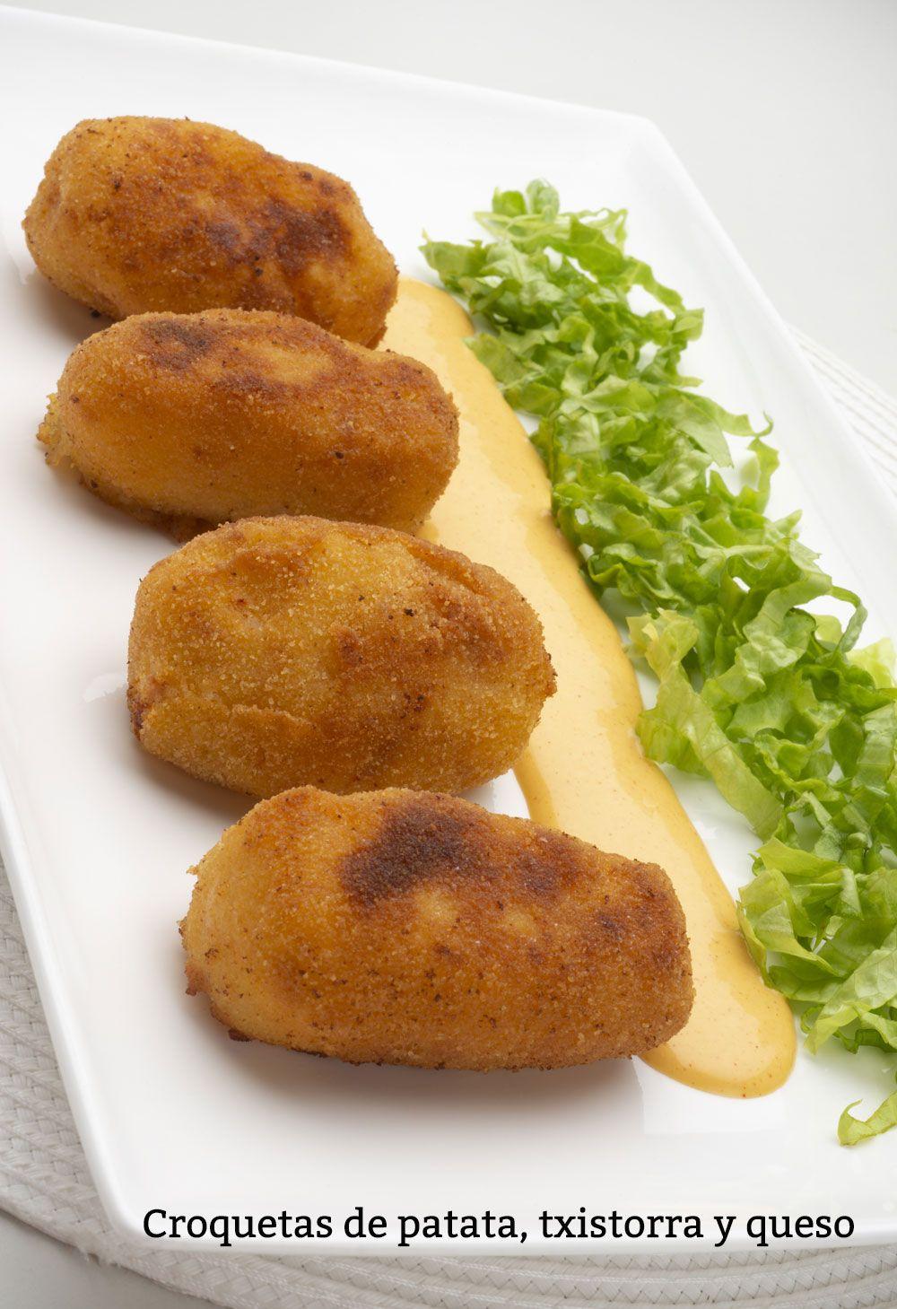 Croquetas de patata, txistorra y queso.