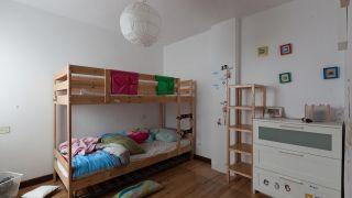 Habitación infantil doble con tobogán antes