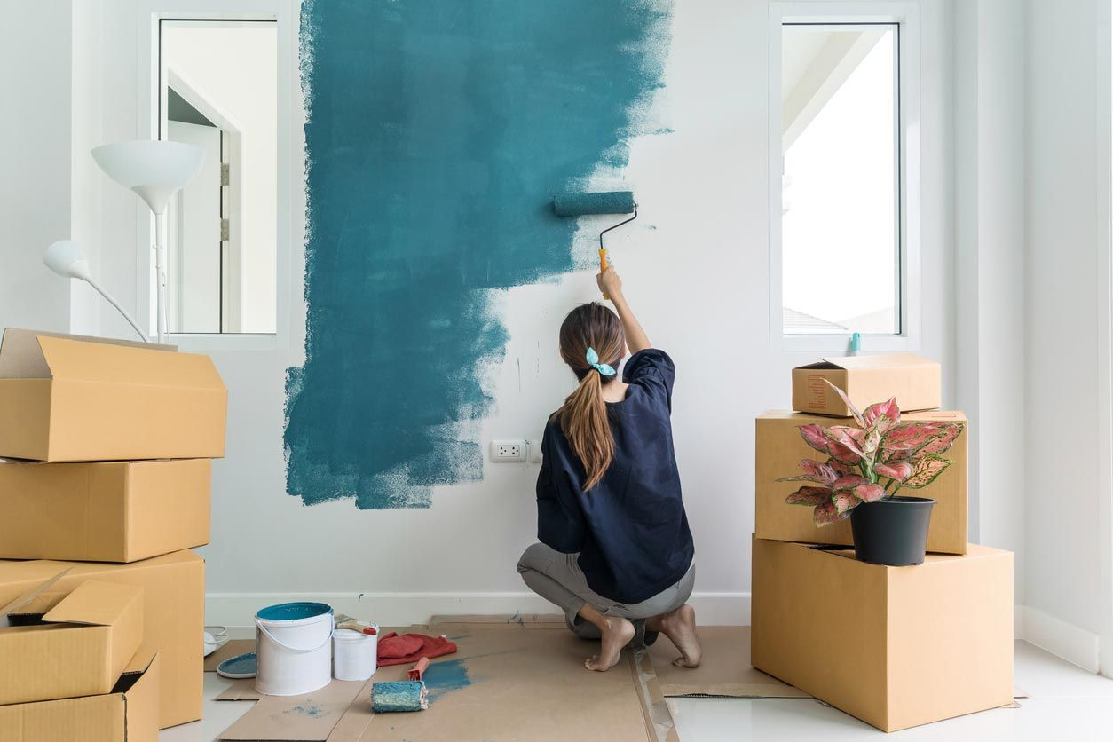 Pintar las paredes para renovar sin obra