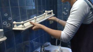 Cómo decorar un cuarto de baño azul elegante paso 1