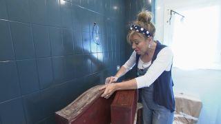 Cómo decorar un cuarto de baño azul elegante paso 5